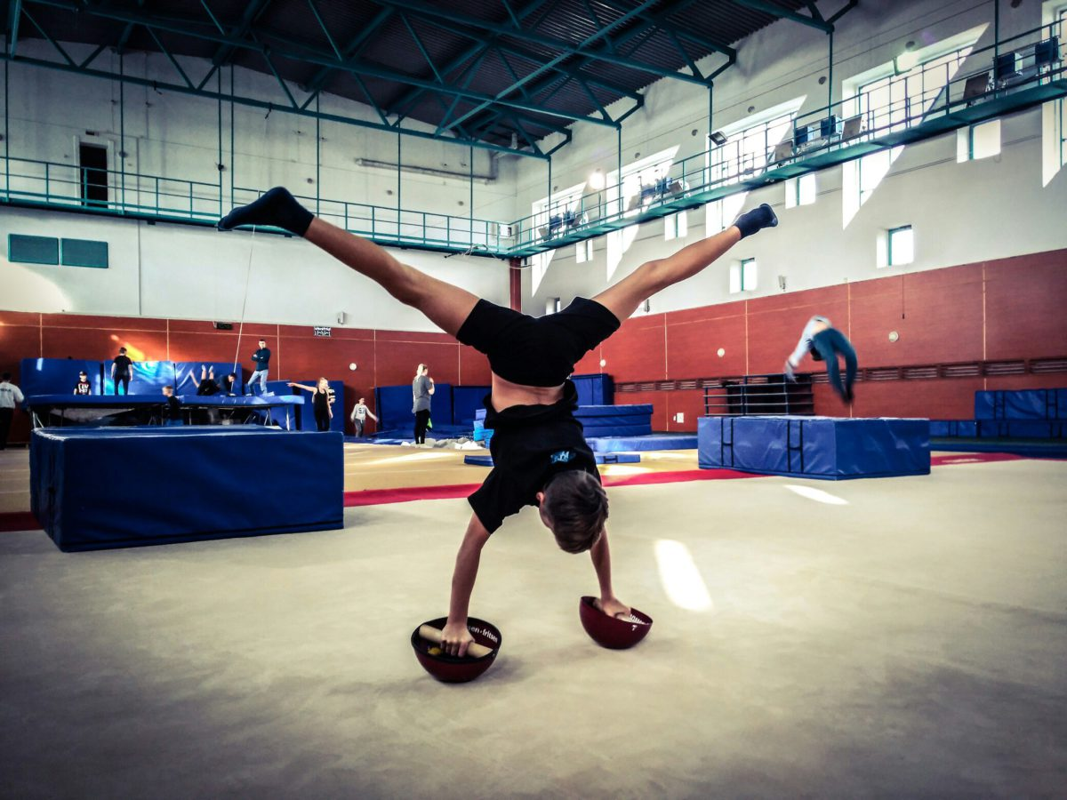 Занятия по акробатике в Брейк-Данс центре в Минске