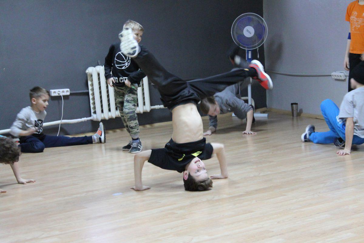 расписание занятий школы танцев на 9 мая